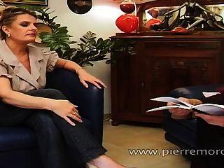 एक छात्र फूहड़ और एक milf के साथ एक भाग्यशाली फ्रेंच आदमी यौन संबंध रखने वाले