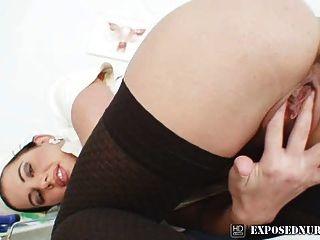 नर्स वर्दी gyno पर सैंड्रा बिल्ली हस्तमैथुन पहने