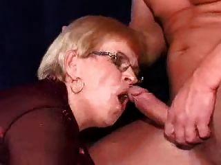 माँ और लड़के-152