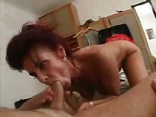 माँ तो जवान आदमी bathes