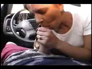 एक कार में उड़ाने