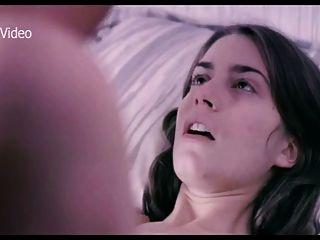 एलिसिया एक प्रेमिका के साथ बिस्तर में रोड्रिगेज