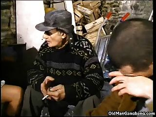 बेघर गोरा डबल गड़बड़