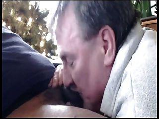 पिताजी काला मुर्गा बेकार है