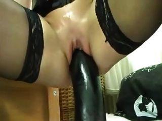 एक बड़ा काला dildo के साथ खुद को कमबख्त