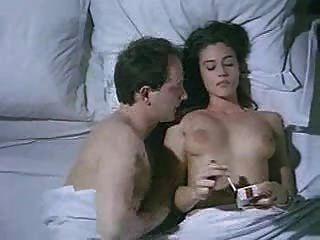 मोनिका फिल्म 2 में नग्न सेक्स बेलुची