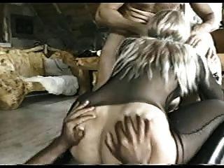 जूते में विनम्र फूहड़ हर छेद में लंड और dildos हो जाता है