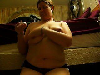 मेरे स्तन के साथ खेल रहा है