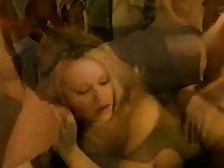 गैंगबैंग महिला