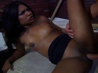 Jazmin निभाता है एक वेश्या