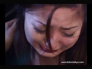 अश्लील रो में जापानी किशोरों गुलाम लड़की faceslapping