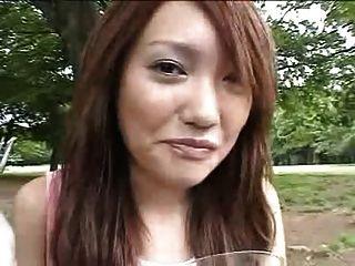 जापानी लड़की भोजन पर सह खा