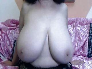 बड़े स्तन परिपक्व