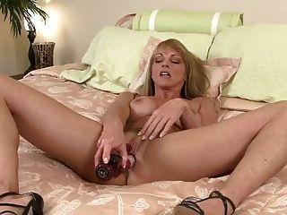 एमआईएलए शैला Laveaux closeup हस्तमैथुन