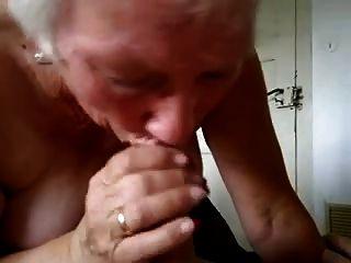 दादी दूध पीने
