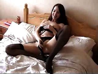 प्रेमिका masturbates और संभोग सुख है।घर बनाया