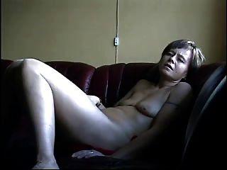 परिपक्व पत्नी फिल्मों में खुद को संभोग करने के लिए vibeing!
