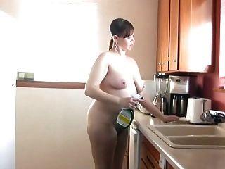 नंगे पांव और रसोई 189 में नग्न