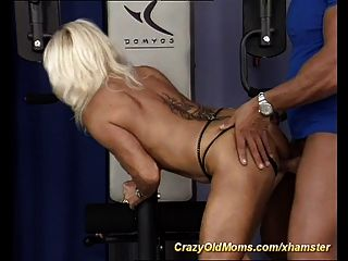 मेरी सेक्सी स्पोर्टी माँ मुश्किल सेक्स की जरूरत