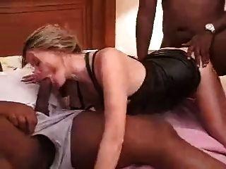 पत्नी होटल में धोखा दे रही है