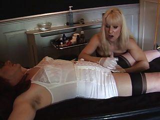 मैडम सी teases, shaves और madamesangelica प्रवेश