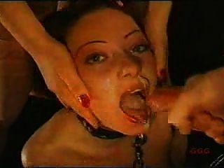 सुंदर और भाग्यशाली slavegirl :)