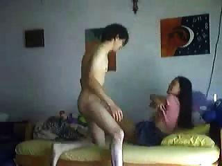 एशियाई लड़की उसे BF द्वारा गड़बड़ हो