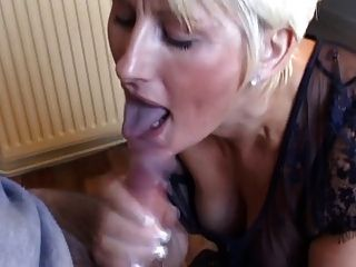 Magnifique femme गोरा suce एट branle बेटे एमईसी