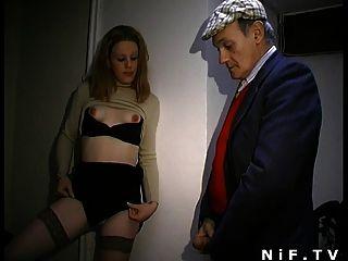फ्रेंच फूहड़ Papy दृश्यरतिक चल रही है और sodomized हो जाता है