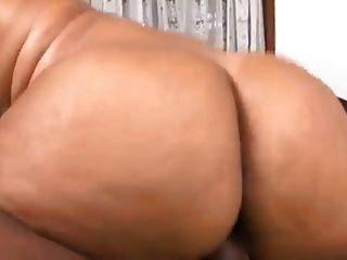 गर्म औरत, मोटी जांघों, बड़ा गधा बीबीसी