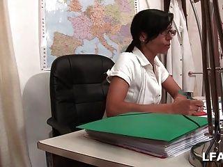 एक Baise La प्रोफेसर पर
