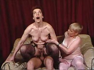 दो grannies जवान मांस का आनंद