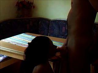 शौकिया श्यामला असली घर पर drilled लड़की