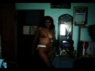 सेक्सी फिगर बालों तमिल भारतीय लड़की उसके घटता से पता चलता है