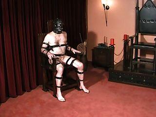 गुलामों गेंदों और मुर्गा गोथिक मालकिन द्वारा दंडित
