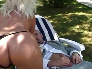 बगीचे में बड़े स्तन बकवास के साथ फ्रेंच गोरा milf