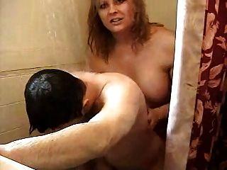 गर्म किन्नर शॉवर में कमबख्त आदमी