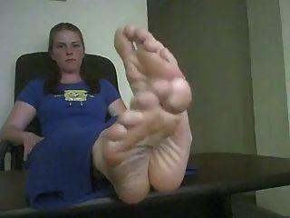 बड़ी सेक्सी पैरों में प्रस्तुत