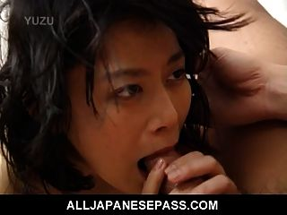 Miku एक सींग परिपक्व जापानी बेब है