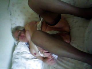 मैरियन, 85, ताल के लिए स्ट्रिप्स