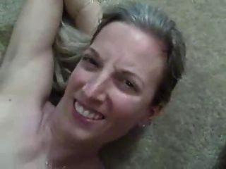 सुपर गर्म पत्नी उसके मुँह में सह की भारी लोड हो जाता है!