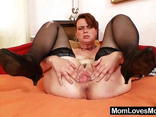 बड़ी प्राकृतिक स्तन और dildo के साथ शौकिया milf Lora