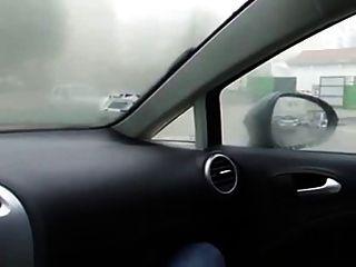 कार में लड़की हस्तमैथुन
