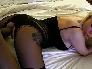 सेक्सी bodystocking के साथ अंतरजातीय creampie