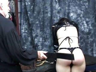 छोटे बालों वाली लड़की spanked हो जाता है - भाग 1