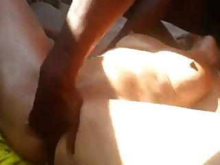 फ्रेंच परिपक्व अफ्रीका द्वारा समुद्र तट पर squirted है