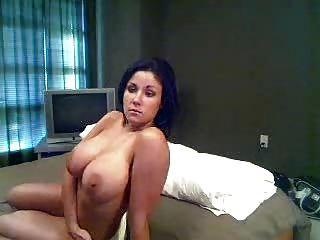 कैम पर बड़े स्तन
