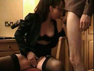 पत्नी उसके मुँह में सह प्यार करता है