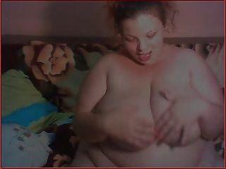 वास्तविक बीबीडब्ल्यू कैम पर स्तन के साथ खेल