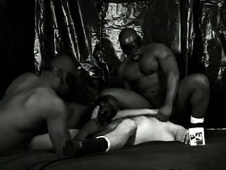 काले, सफेद और अधिक गर्म दृश्य 2